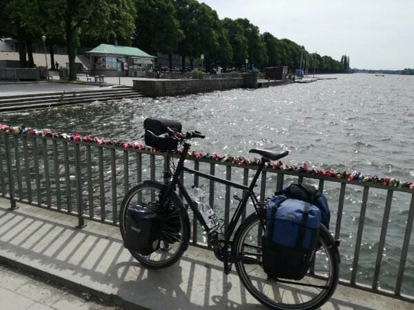 Hannover Maschsee bepacktes Fahrrad Tour Fahrradtour
